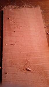 保管中に割れてしまった材も使います。